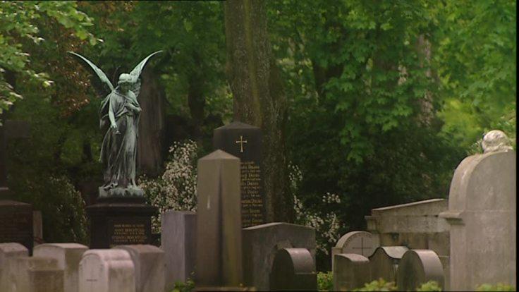 236720630-angel-gravestone-cemetery-statue